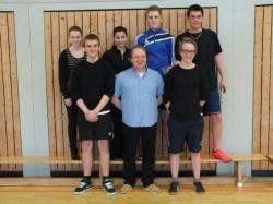 Die Siegermannschaft 10b mit ihrem Klassenlehrer Herrn Probst